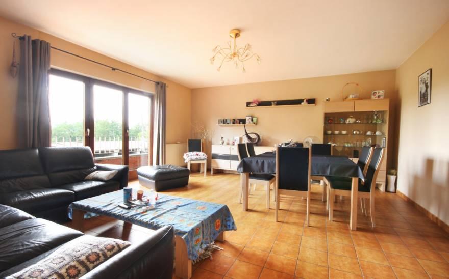 Appartement en Vente à Roux