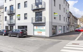 Immeuble commercial en Location non meublée à Couvin