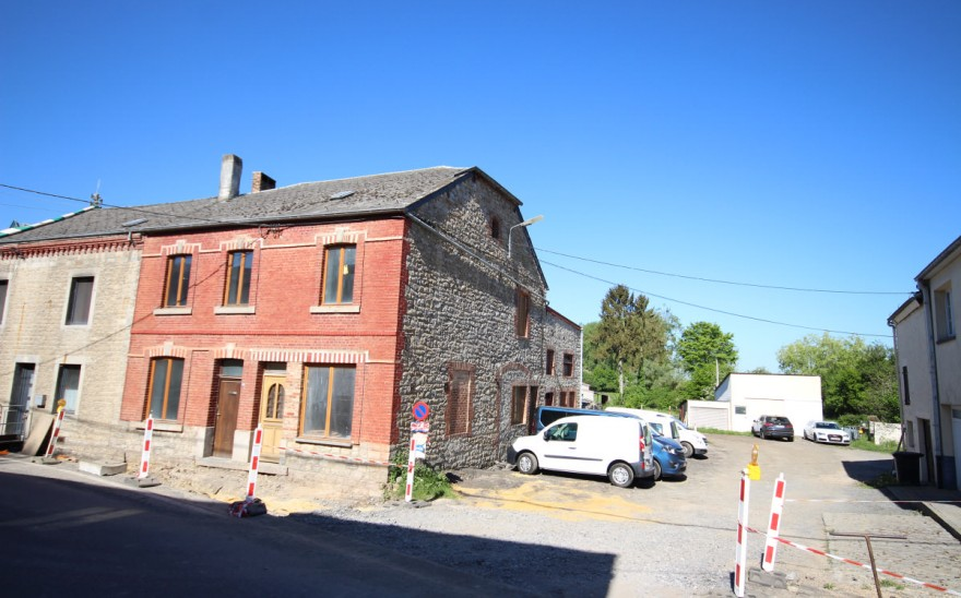 Maison en Biens AV à Doische