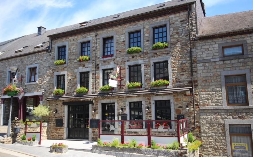 Immeuble commercial en Biens AV à Oignies-en-thiérache
